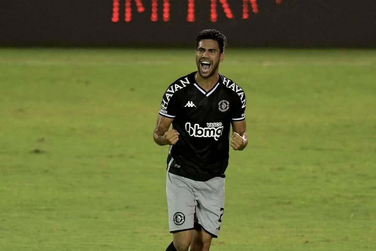Tiago Reis comemorando gol contra o Bangu