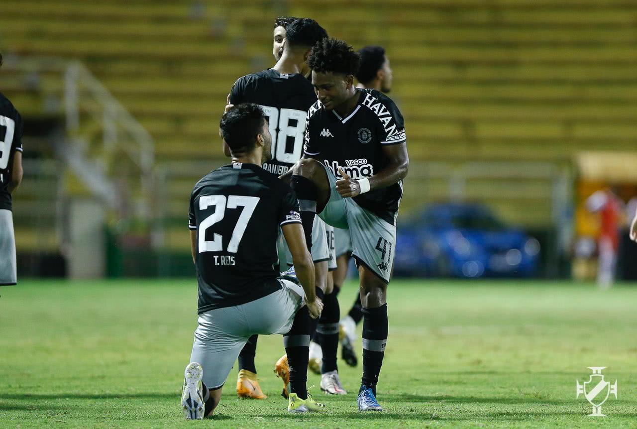 Tiago Reis e Cayo Tenório durante o jogo contra o Bangu