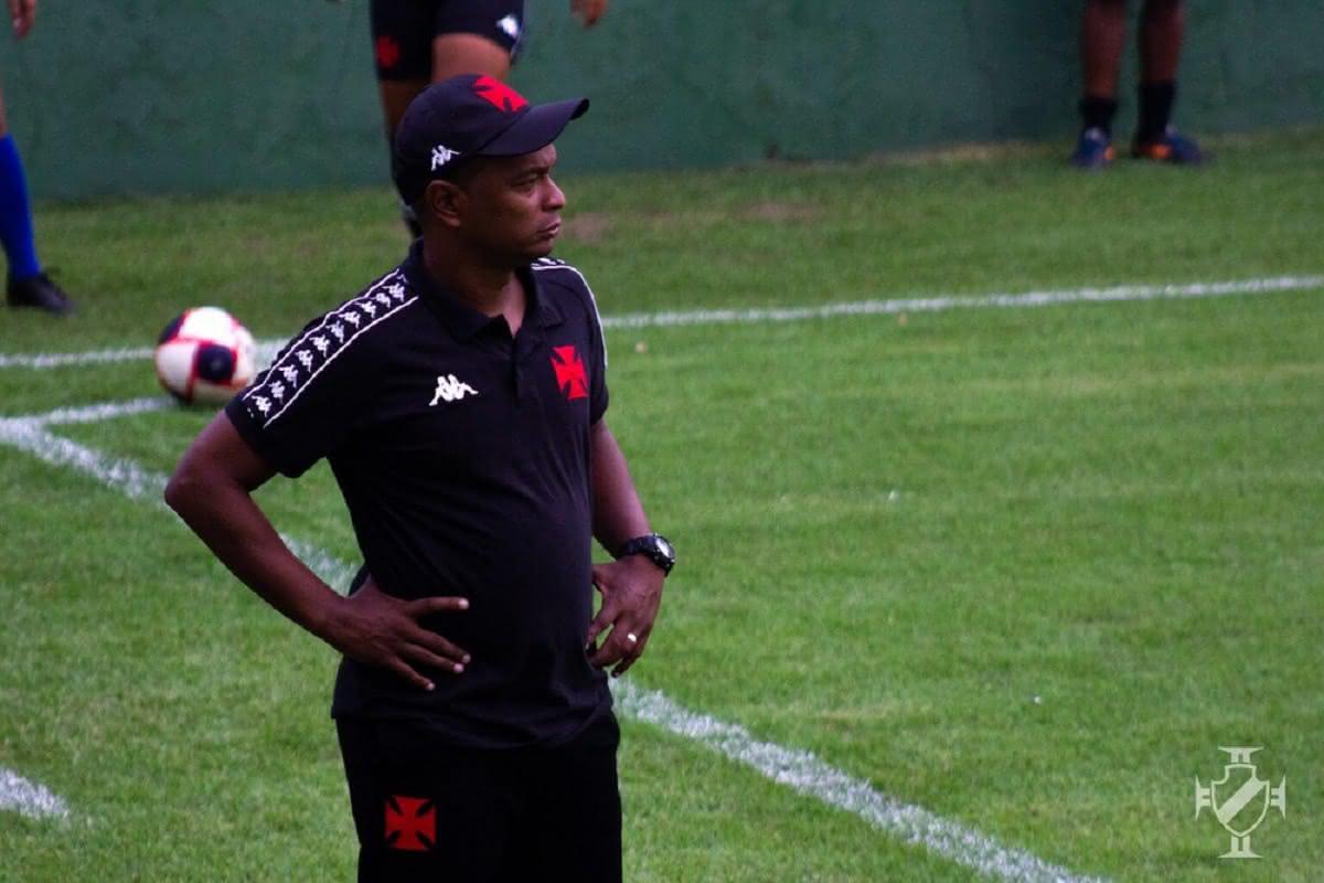 Antony Menezes é comandante da equipe feminina do Vasco