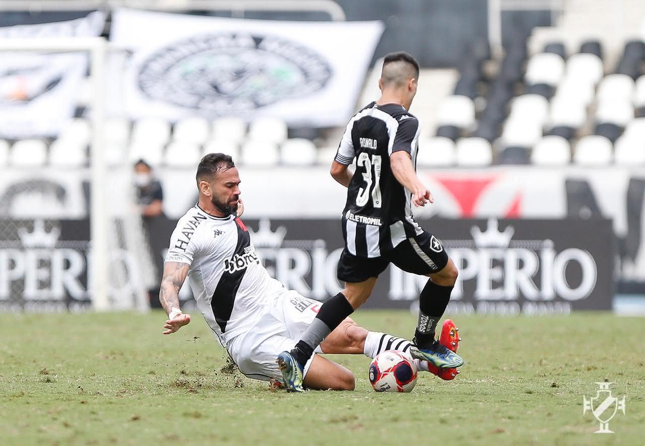 Leandro Castan em ação contra o Botafogo