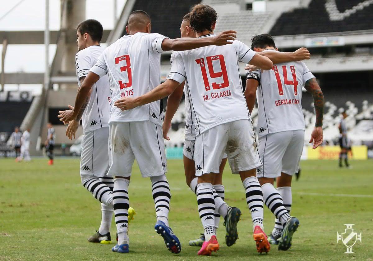 Jogadores do Vasco celebrando gol de Germán Cano contra o Botafogo