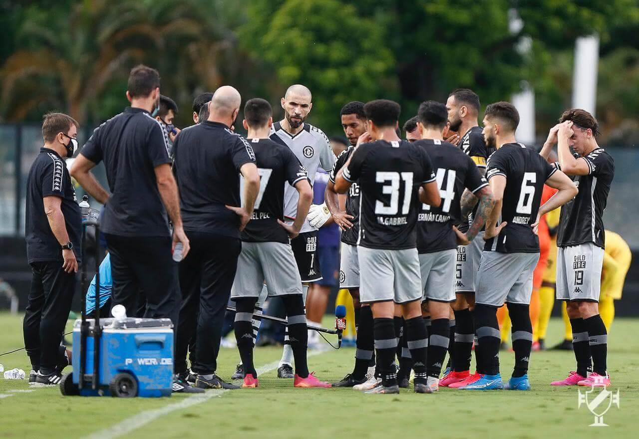 Jogadores do Vasco em jogo contra o Madureira