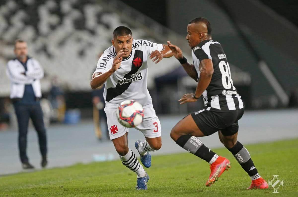 Léo Matos durante o jogo contra o Botafogo