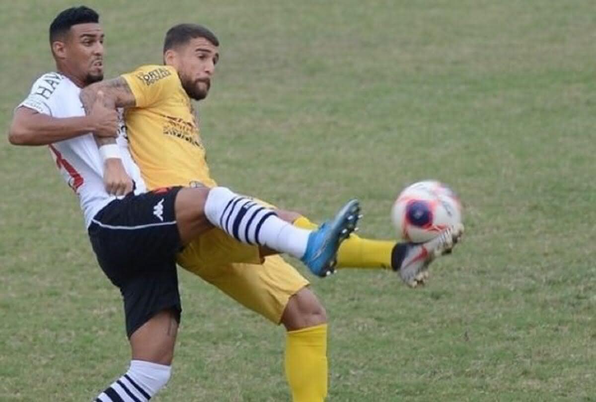 Menezes em ação pelo Vasco contra o Madureira