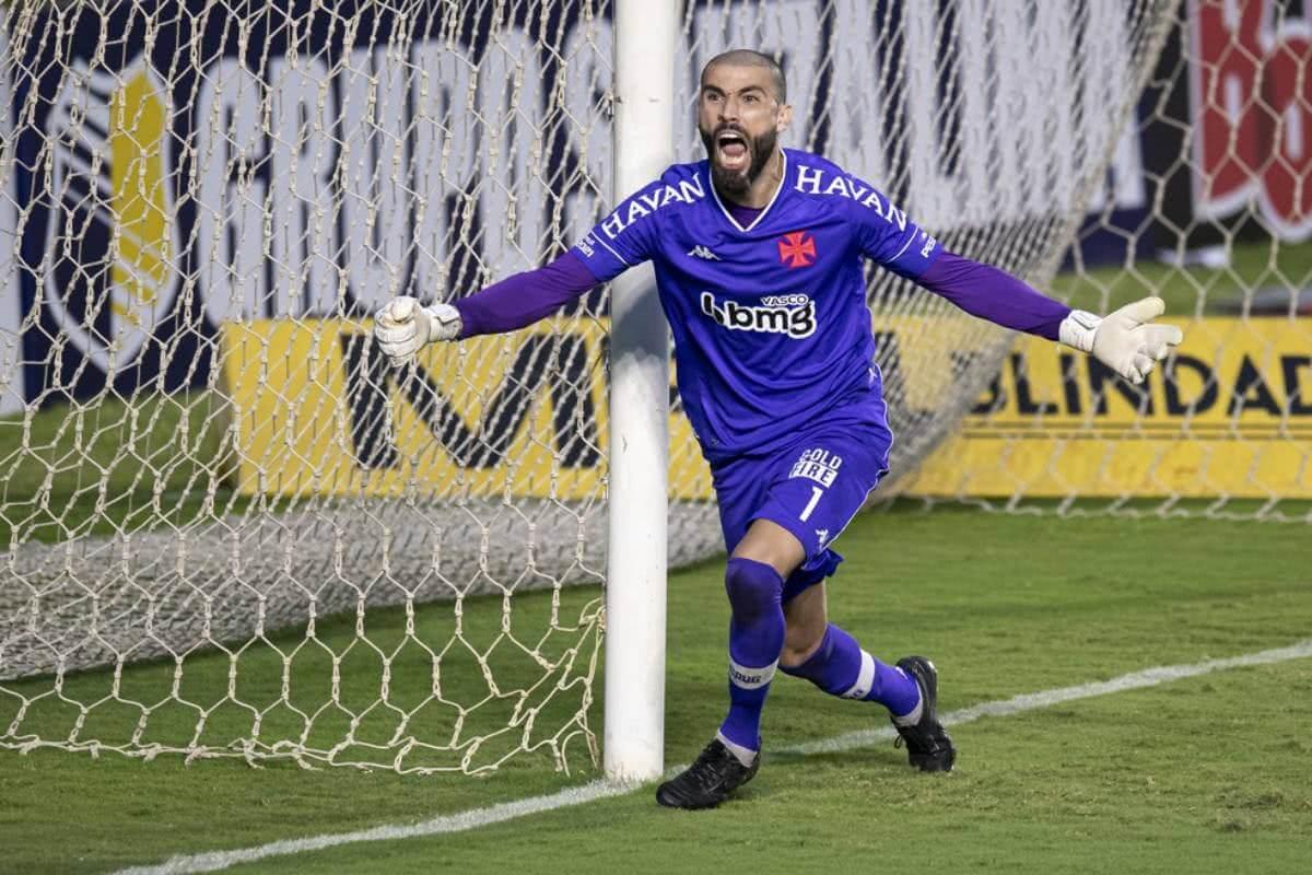 Vanderlei defende três cobranças de pênalti contra o Botafogo