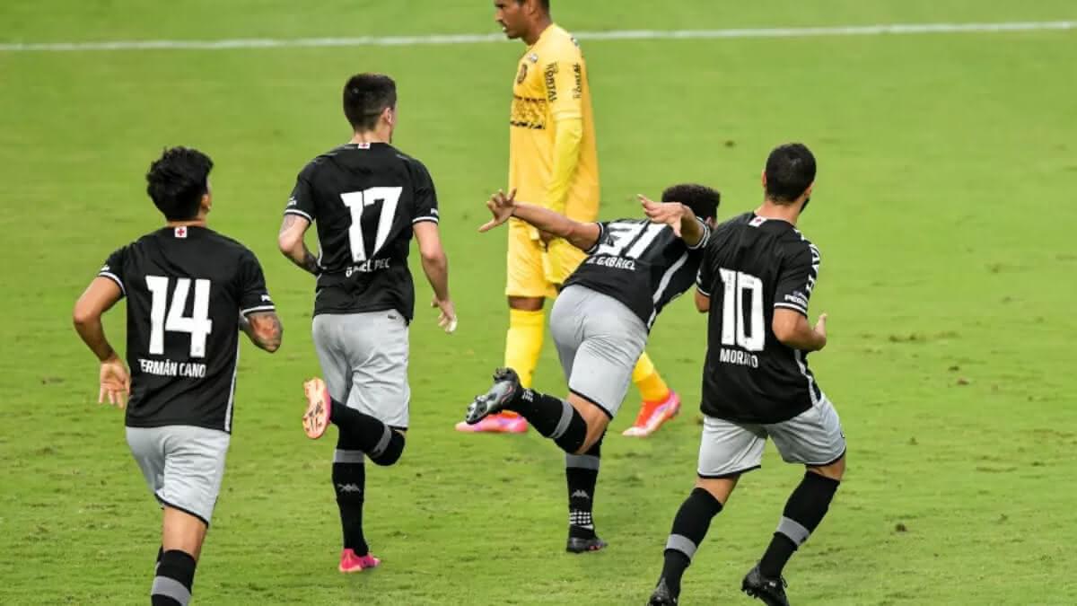 Vasco vence o Madureira por 2x1