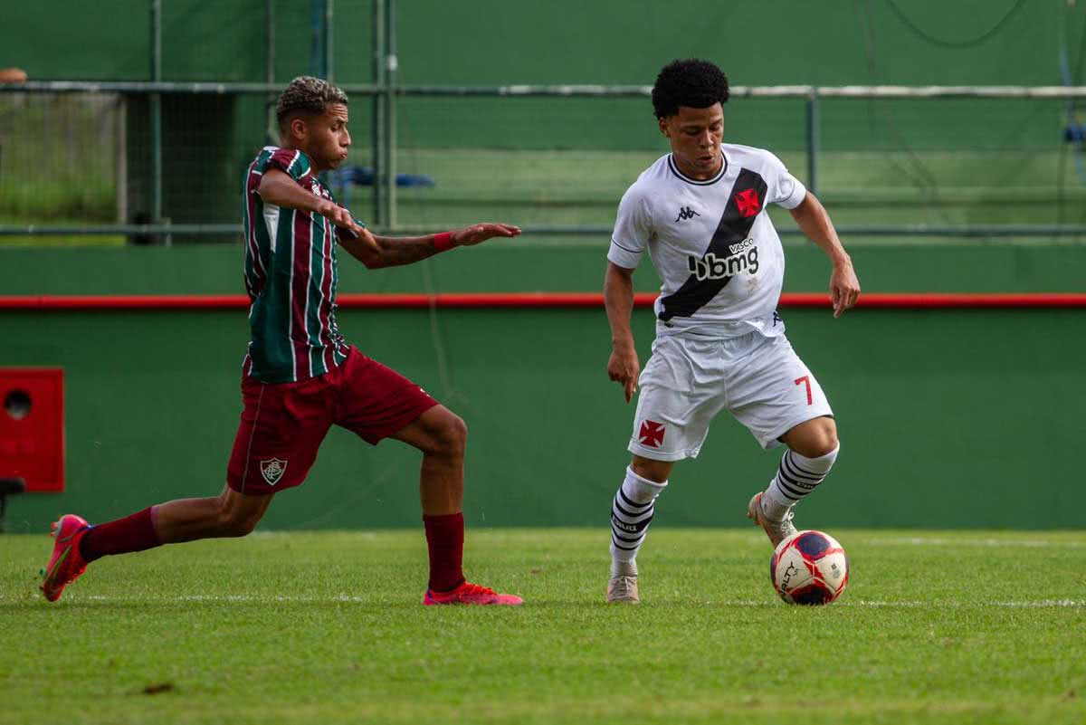 Emerson Urso contra o Fluminense