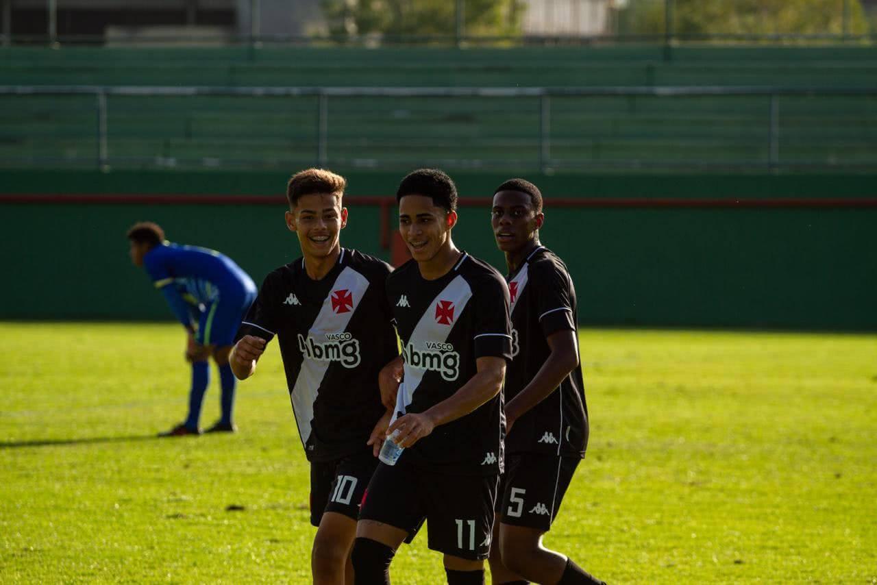 Erick Marcus comemora gol marcado pelo Vasco no Campeonato Brasileiro Sub-17