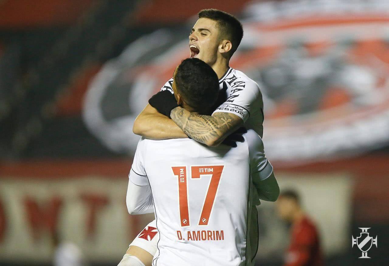 Gabriel Pec e Daniel Amorim comemorando gol contra o Brasil de Pelotas