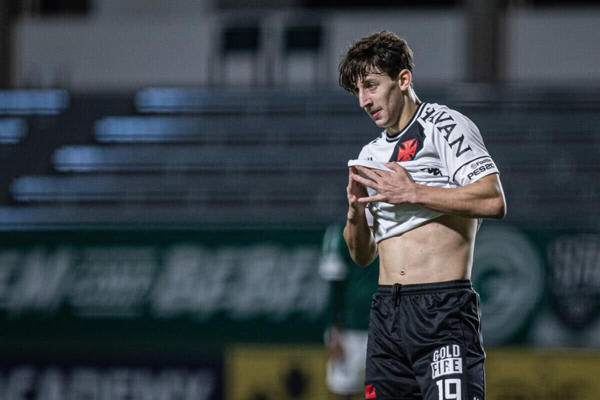 Matías Galarza durante jogo contra o Goiás