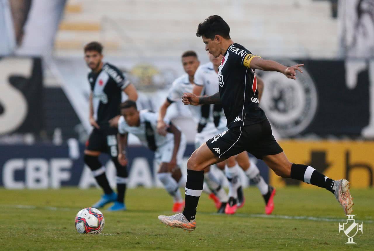 Germán Cano durante jogo contra a Ponte Preta no 1º turno da Série B 2021