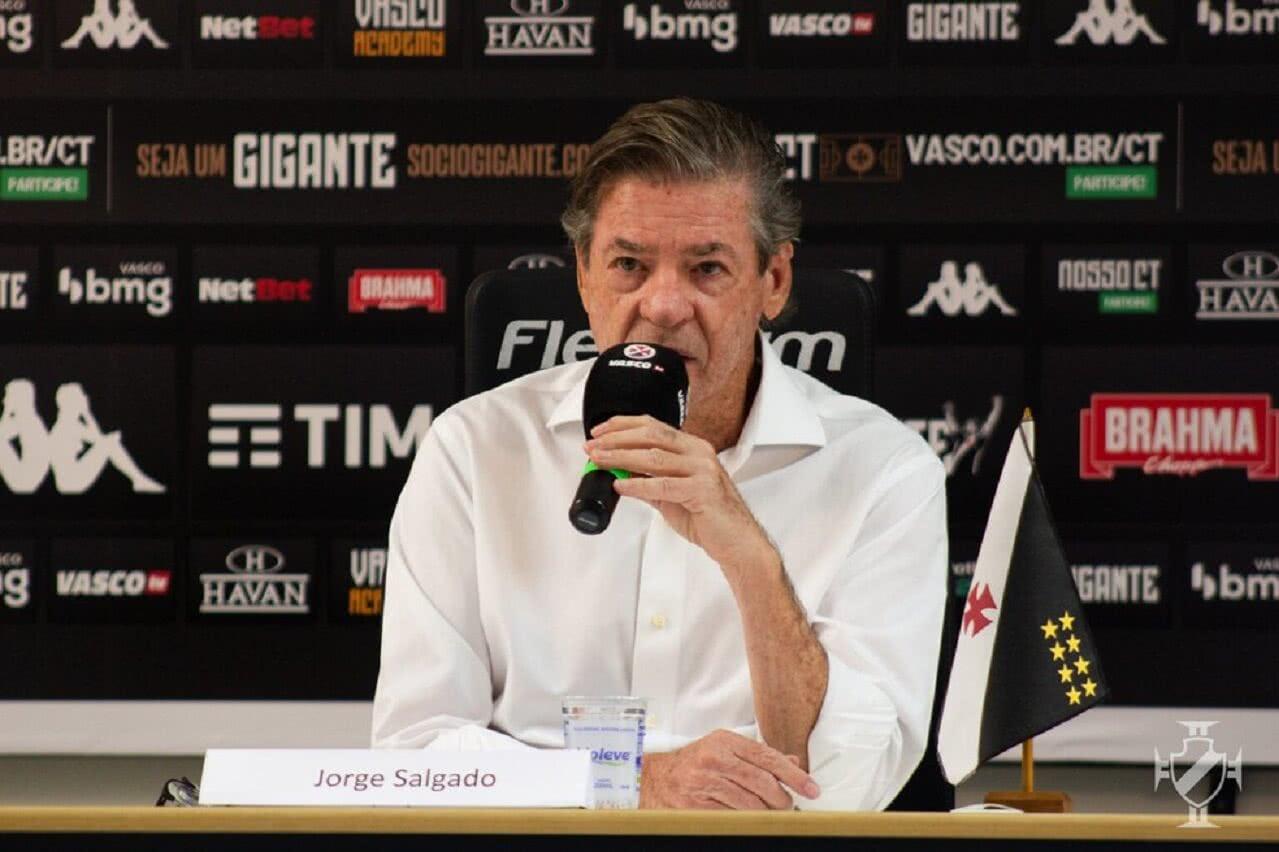Jorge Salgado em entrevista coletiva em São Januário