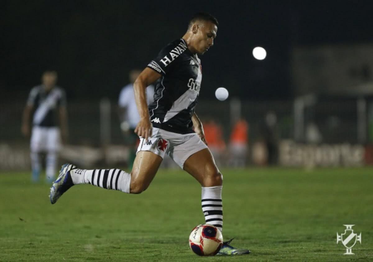 Léo Jabá em jogo contra o Boavista