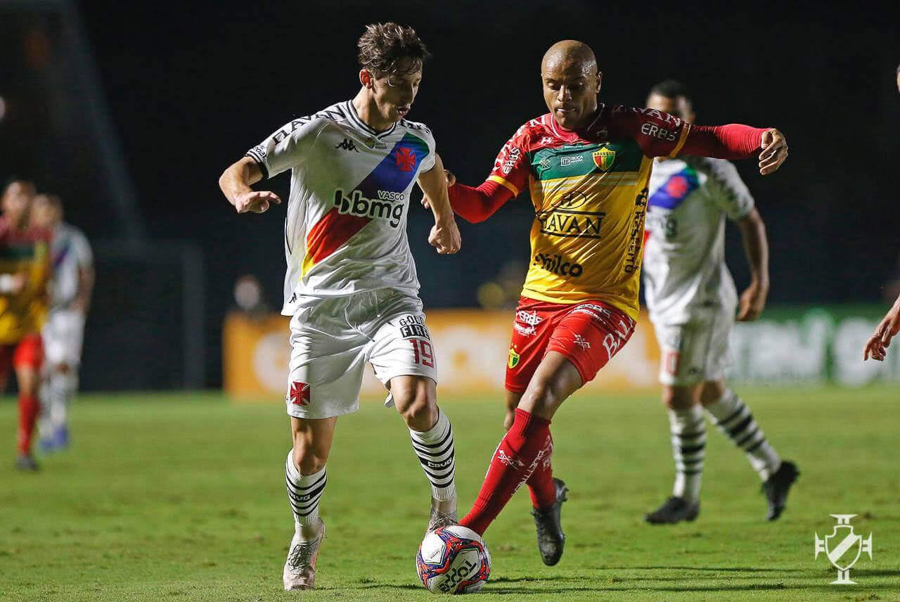 Matias Galarza durante jogo contra o Brusque