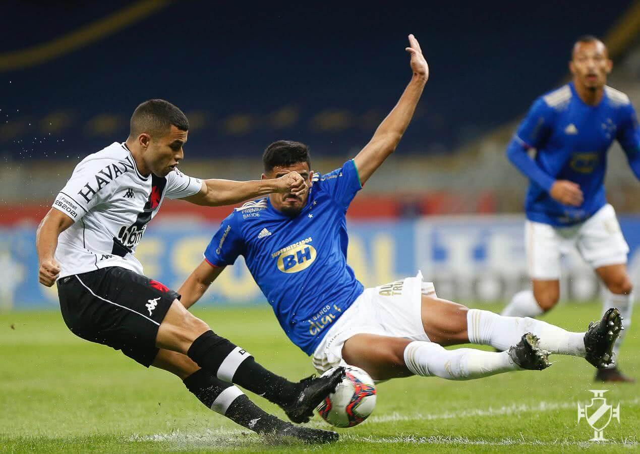 Morato em atuação contra o Cruzeiro