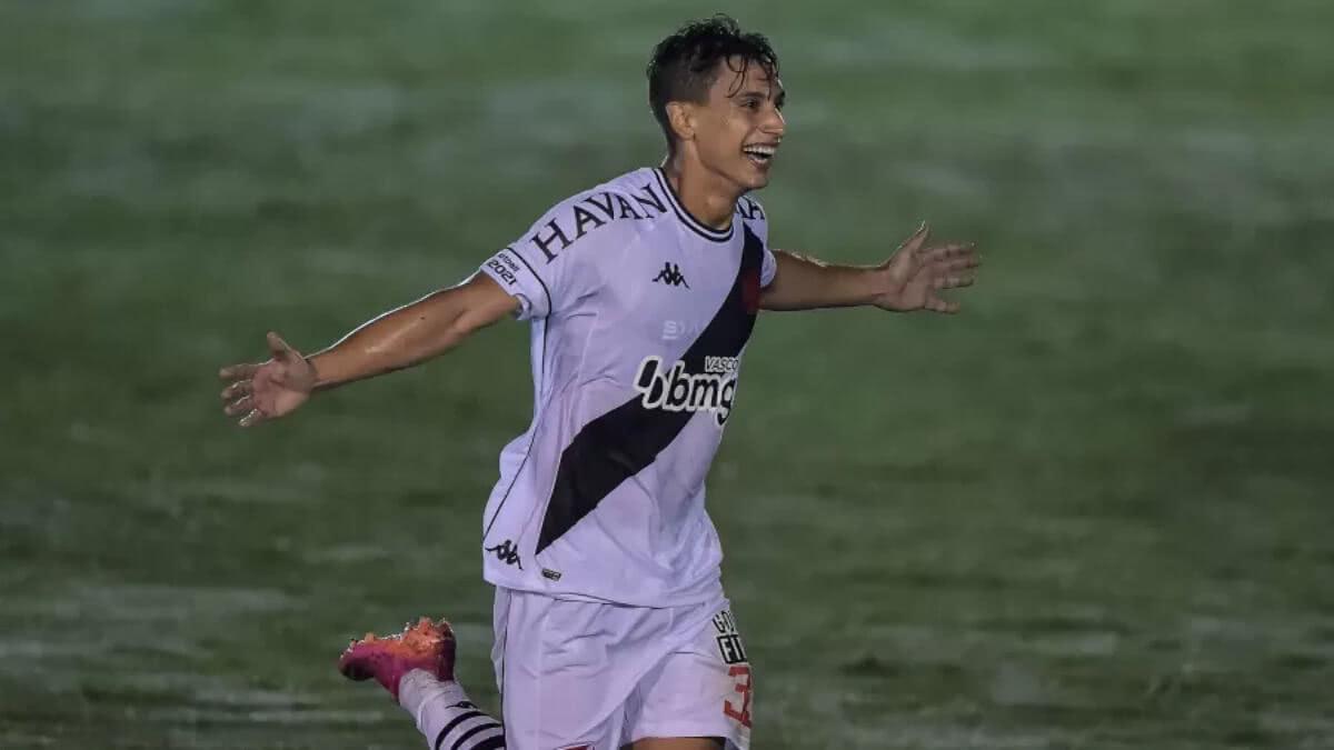 Sarrafiore comemorando gol contra o Boavista