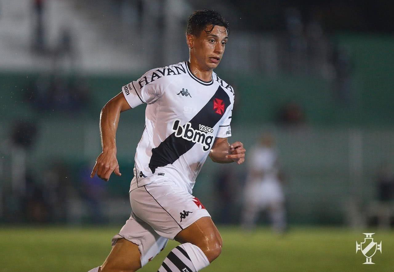 Sarrafiore em ação pelo Vasco contra o Boavista pela Copa do Brasil 2021