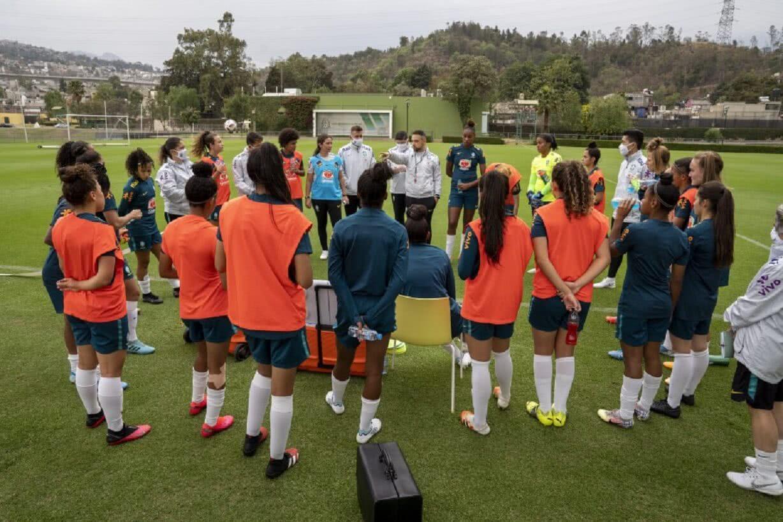 Seleção Feminina Sub-20 reunida em Pinheiral
