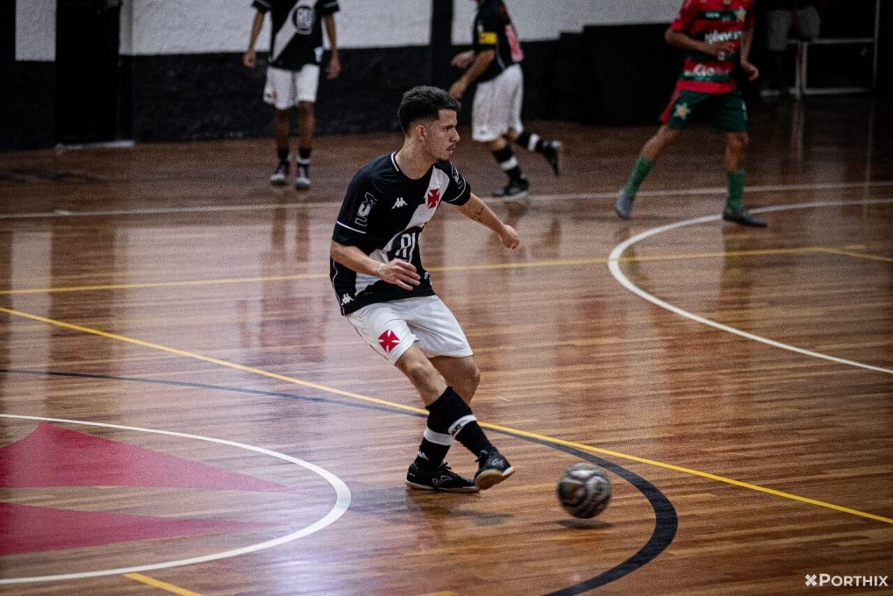 Vasco goleou a Portuguesa em amistoso em São Januário