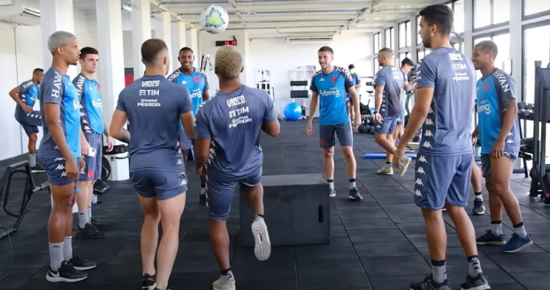 Jogadores do Vasco treinando na academia do CT do Almirante em 21 de junho de 2021