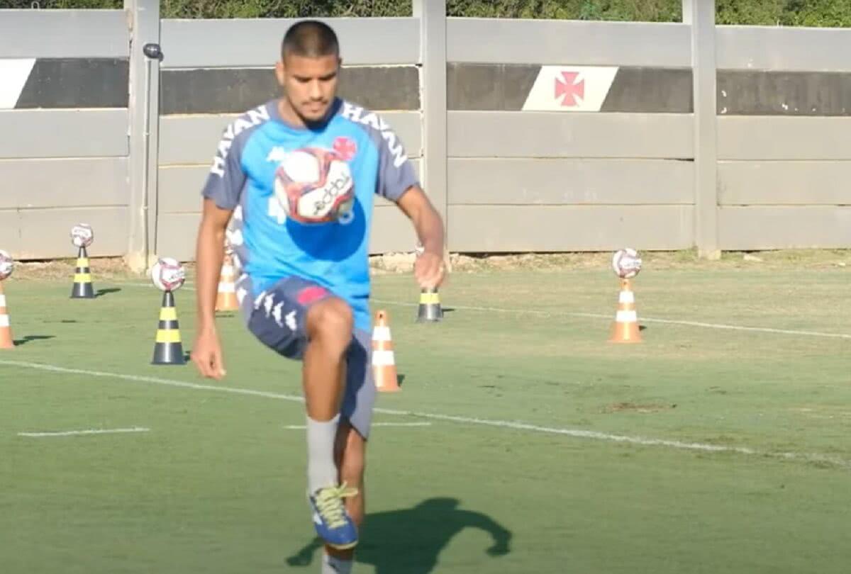 Léo Matos em treino do Vasco no CT do Almirante em 15 de junho de 2021