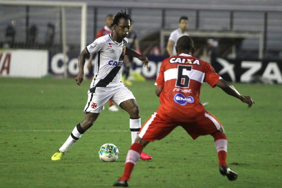 Andrezinho em ação pelo Vasco contra o CRB em 2016