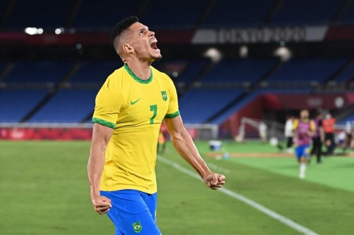 Paulinho marcou o quarto gol do Brasil nos acréscimos