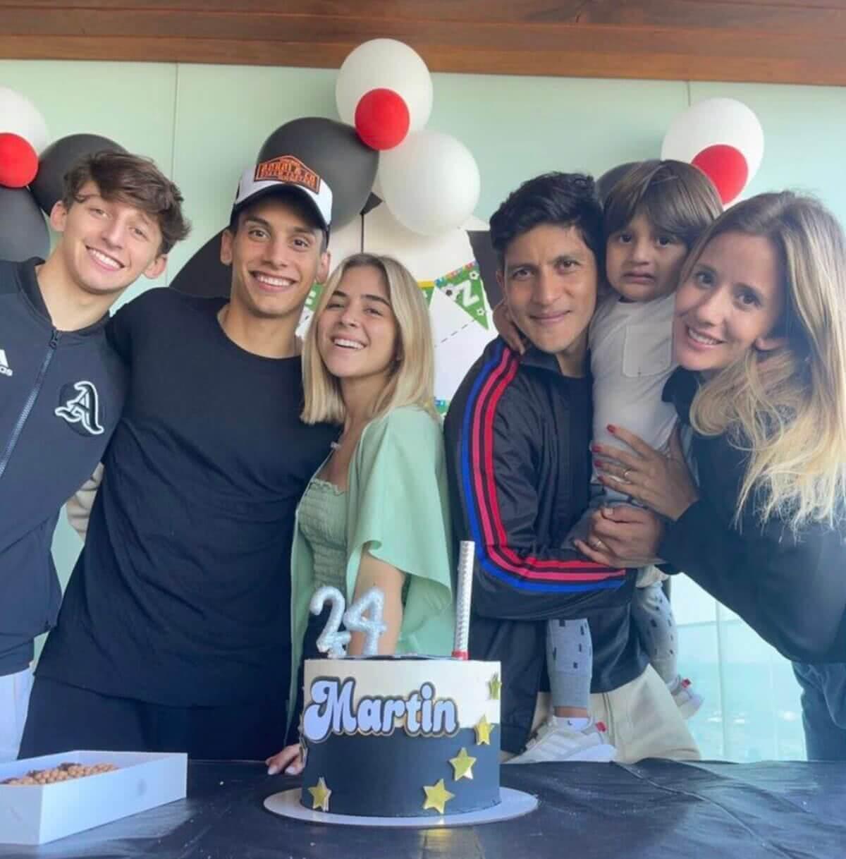 Galarza e Cano comemorando o aniversário de Sarrafiore com os familiares