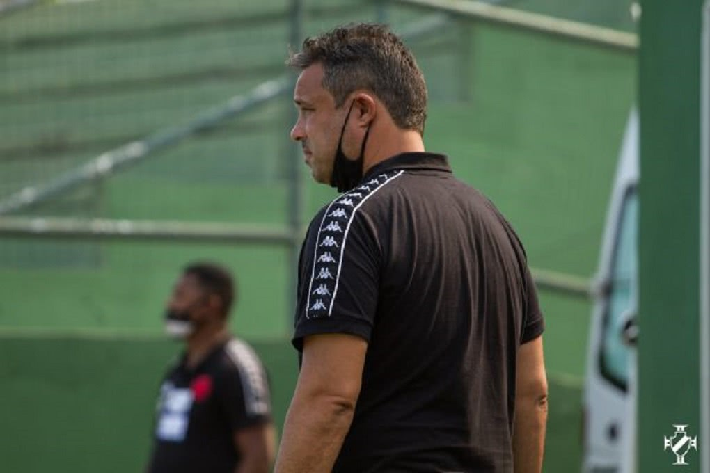 Alexandre Gomes comanda treino no Sub-20 do Vasco