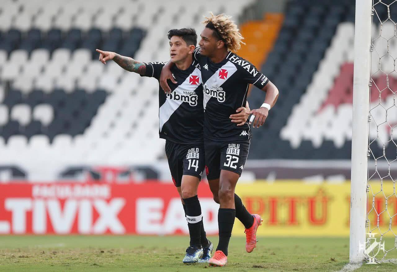 MT e Cano comemorando gol contra o Confiança