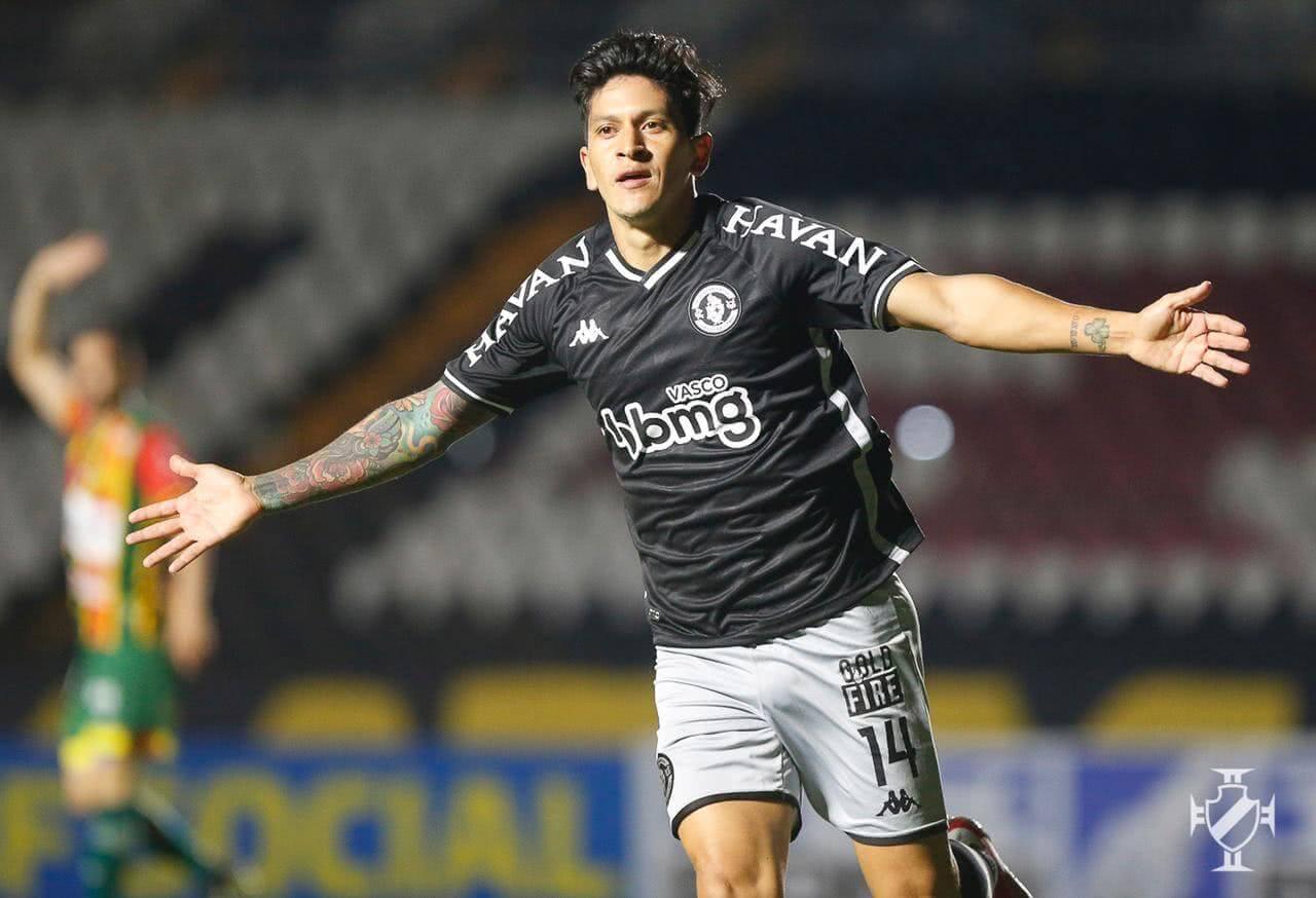 Cano comemorando gol contra o Sampaio Corrêa