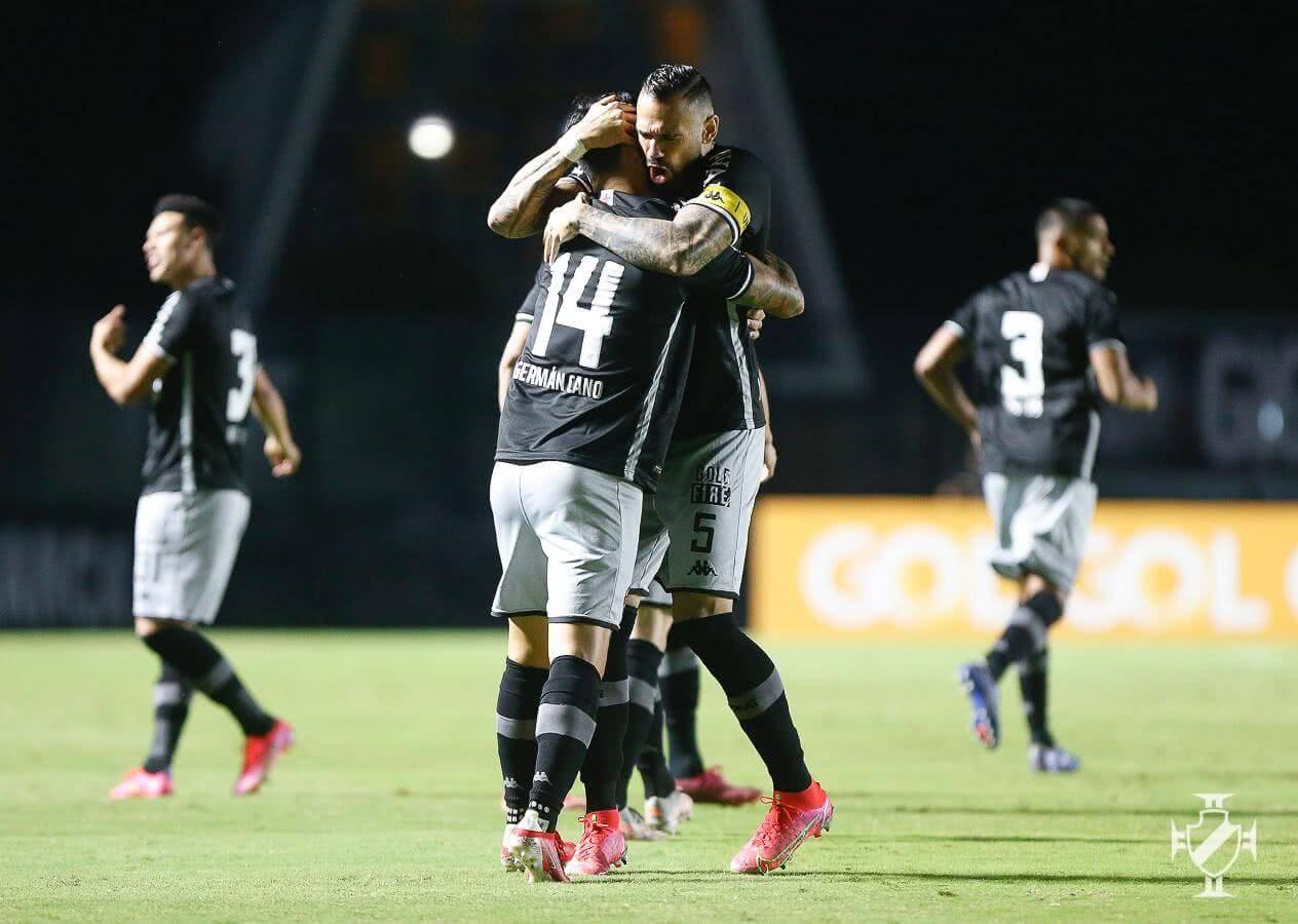Castan e Cano comemorando gol contra o Sampaio Corrêa