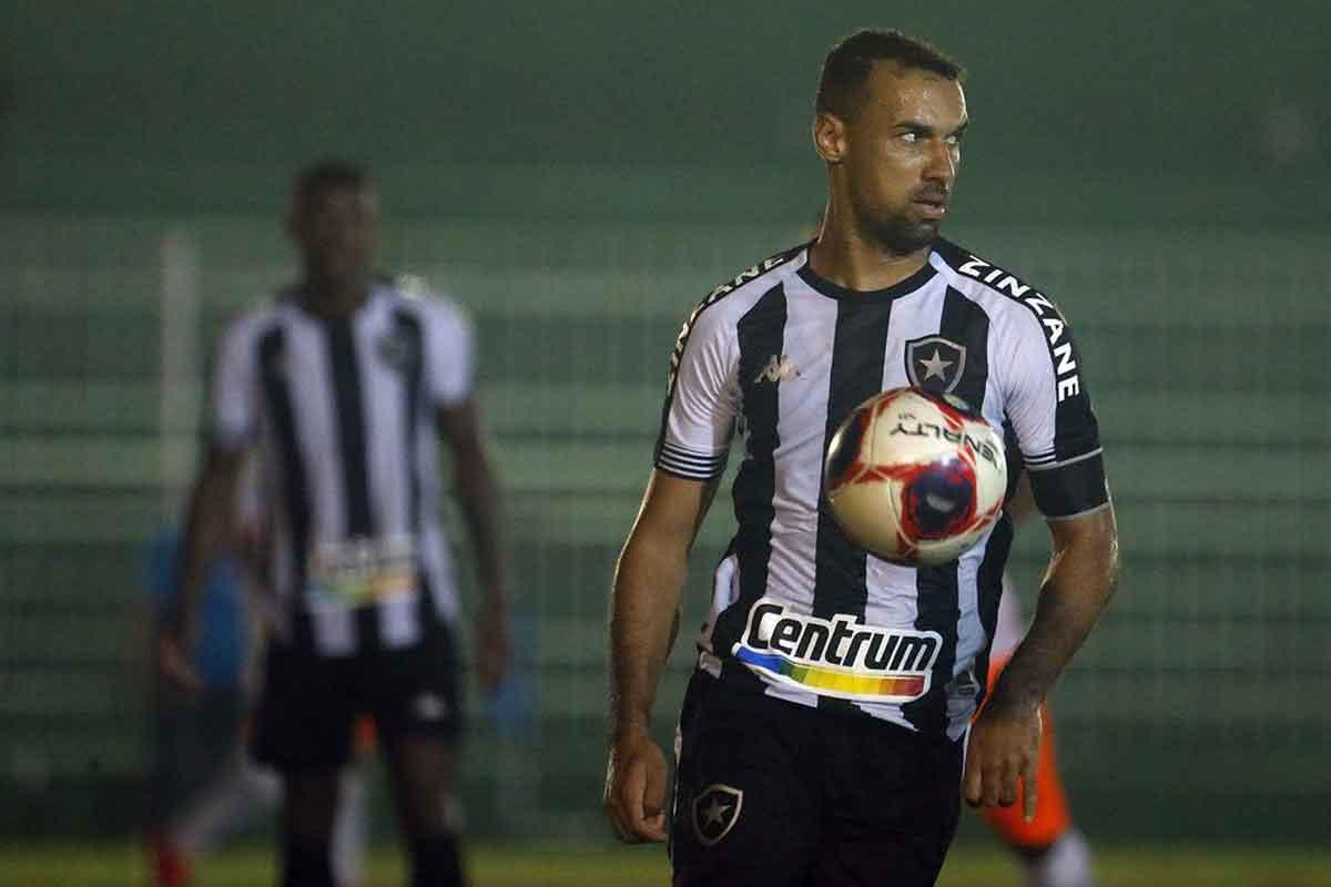 Gilvan, zagueiro do Botafogo