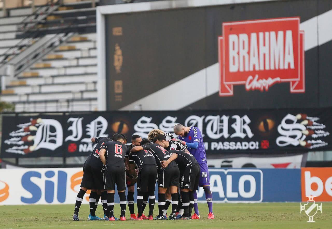 Jogadores do Vasco em jogo contra o Confiança