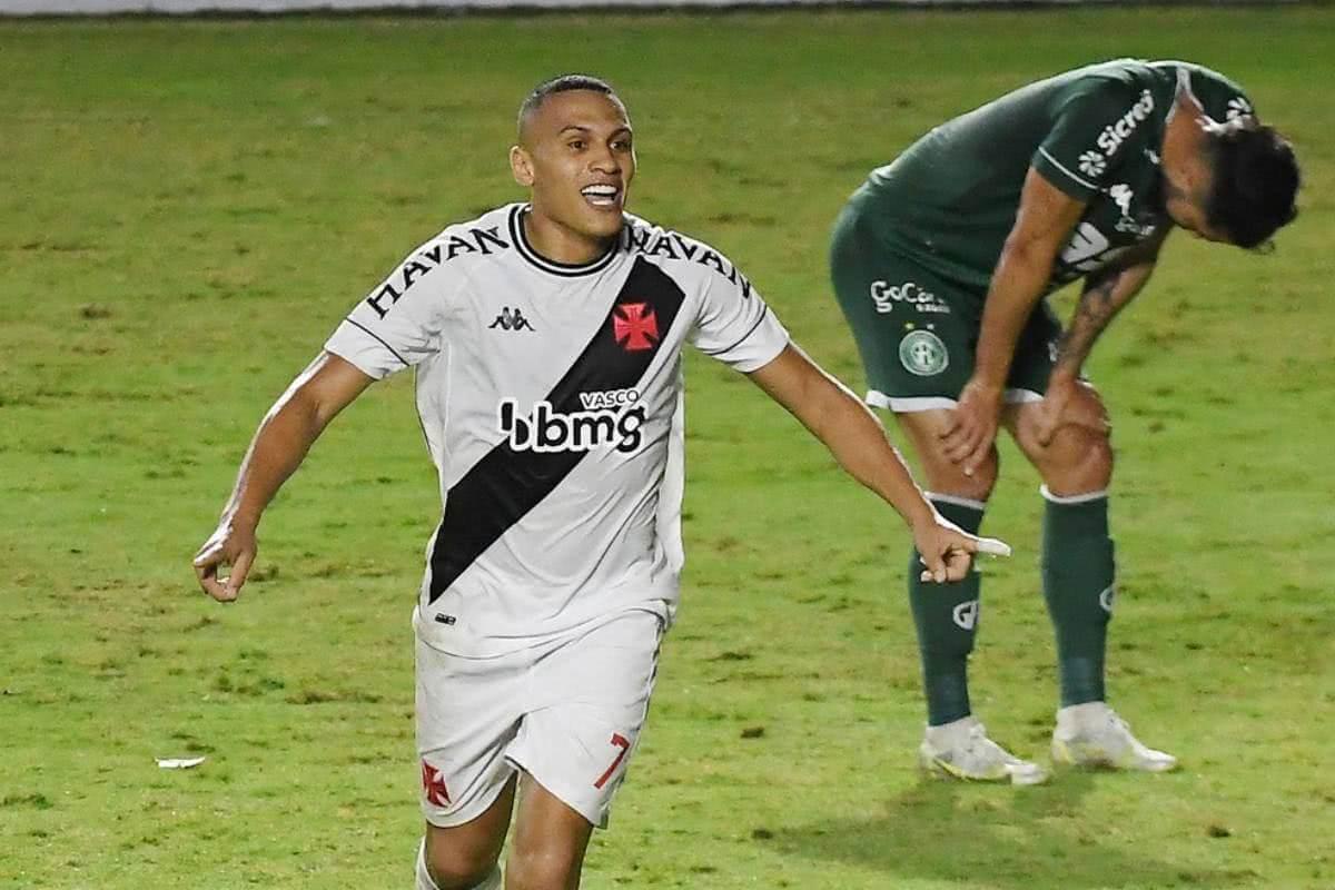 Léo Jabá comemorando gol contra o Guarani