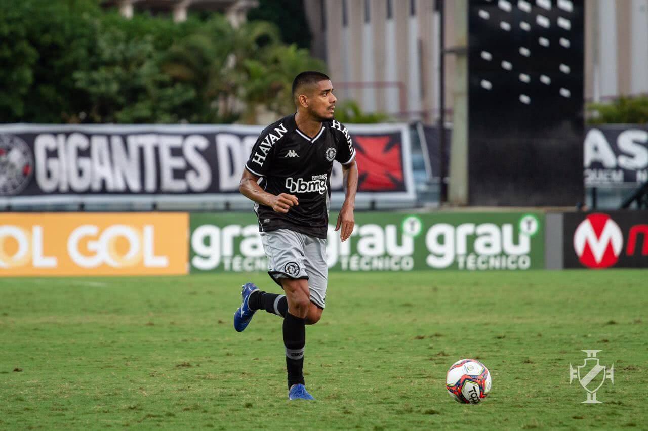 Léo Matos durante o jogo contra o Náutico