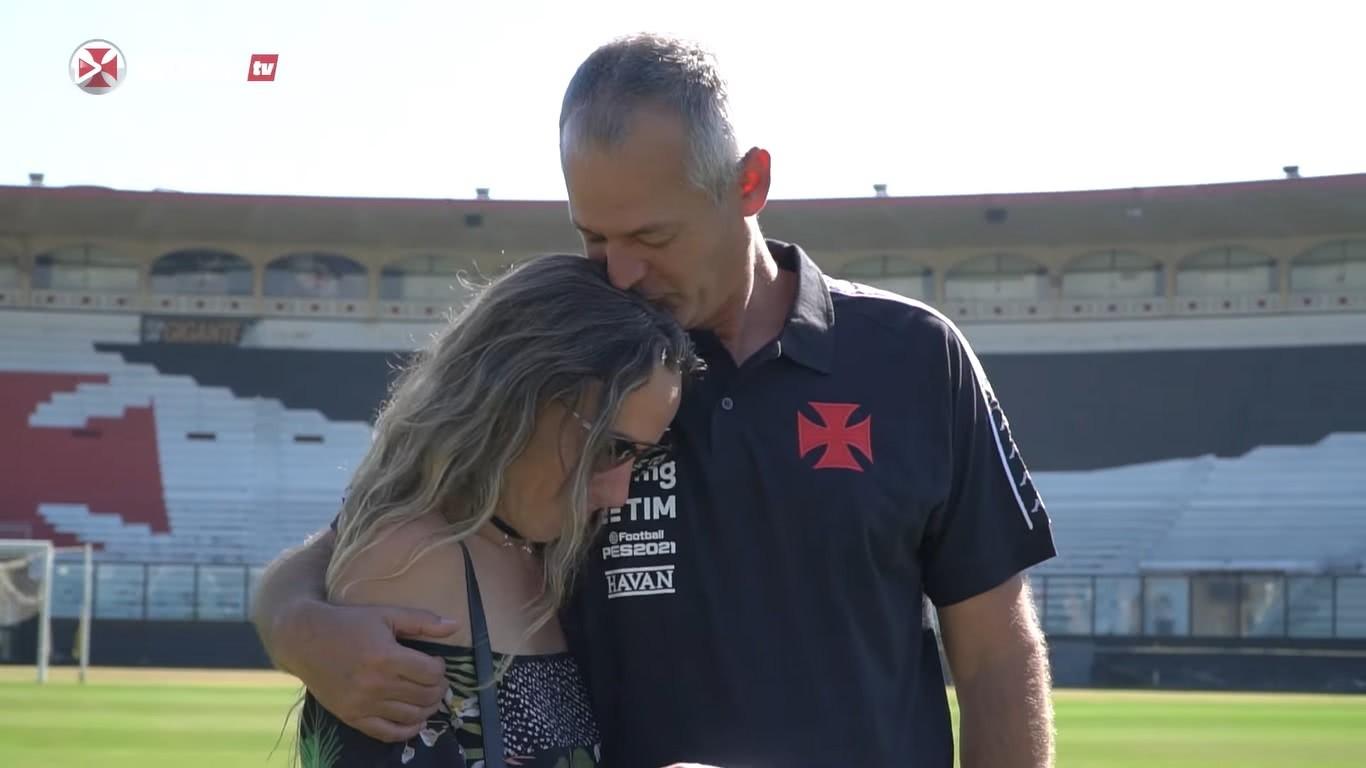 Lisca se emociona com carta entregue pelo Vasco