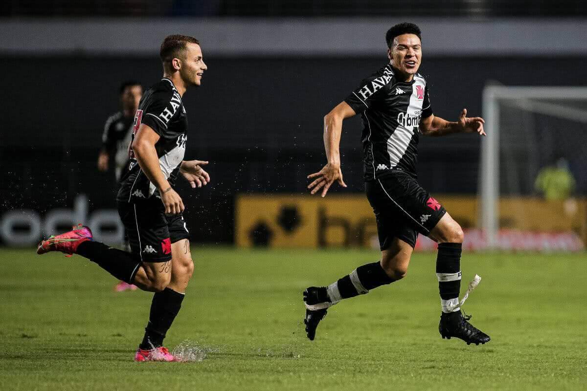 Marquinhos Gabriel e Bruno Gomes comemorando gol contra o CSA