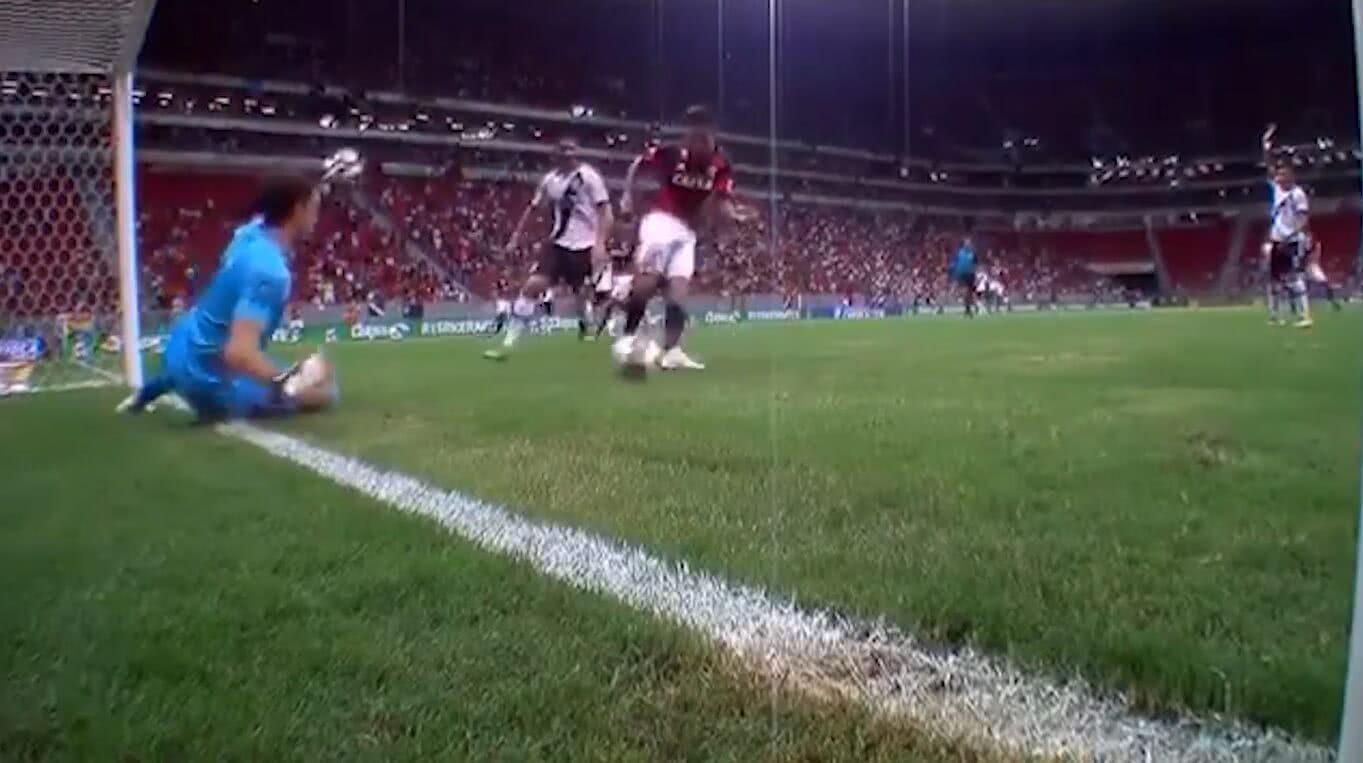 Martín Silva fez defesaça contra o Flamengo