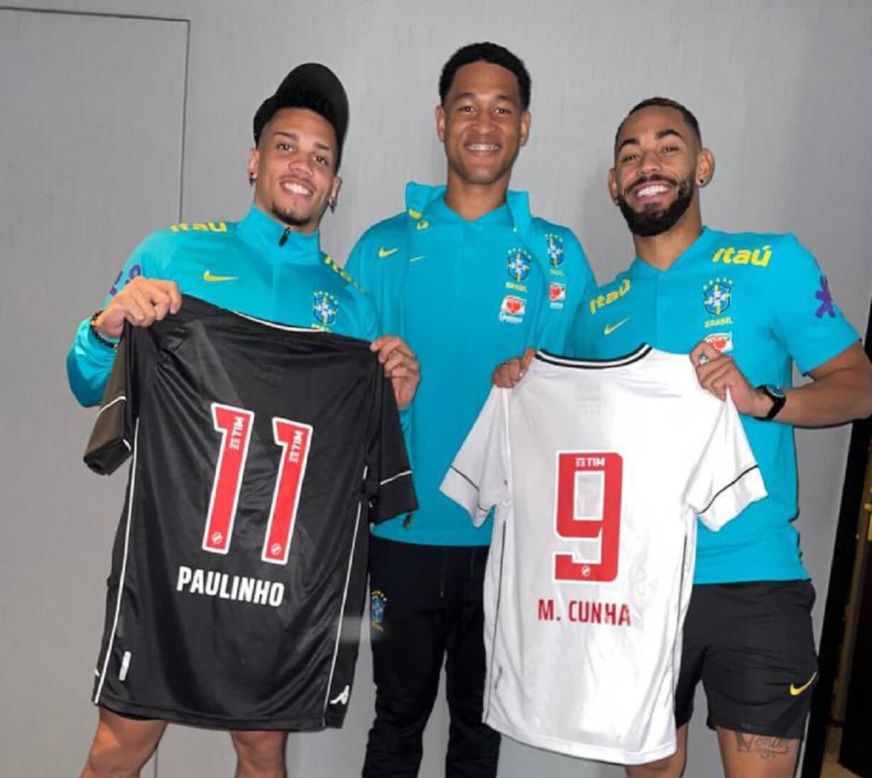 Matheus Cunha ganhou uma camisa do Vasco