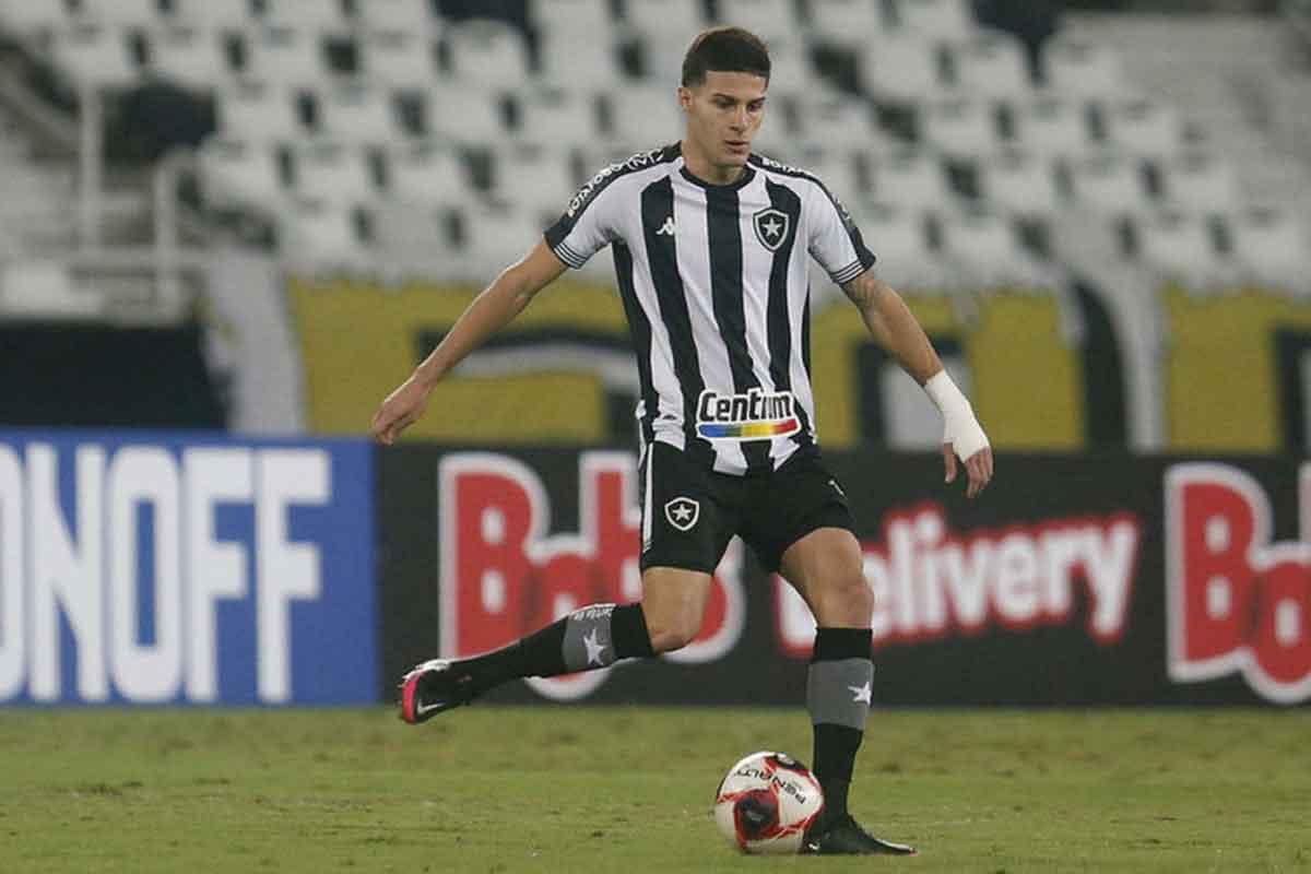 Romildo, volante do Botafogo
