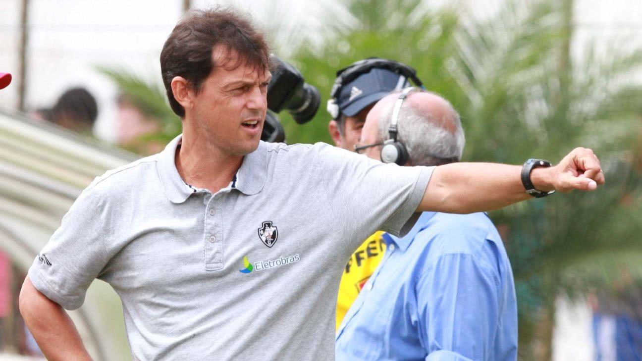 Sorato na época em era técnico na base do Vasco
