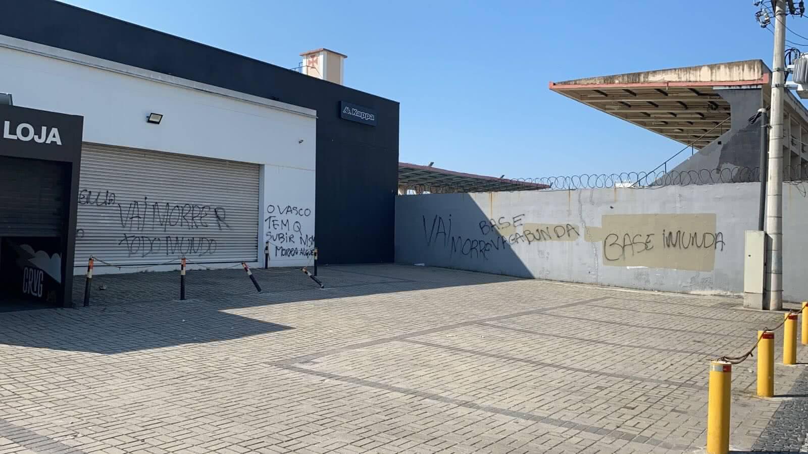 Ameaças nas paredes de São Januário