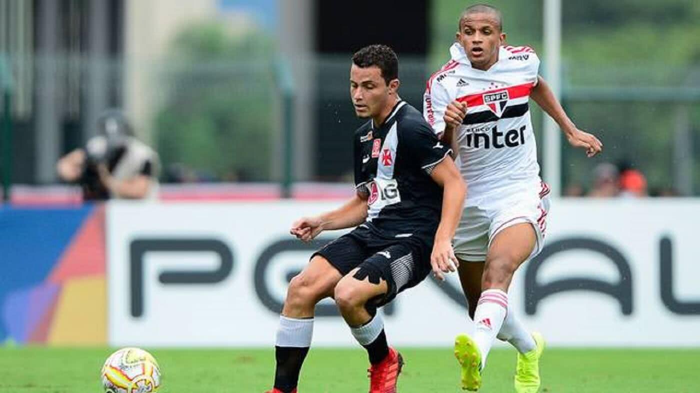 Bruno Gomes em ação pelo Vasco contra o São Paulo na final da Copinha 2019