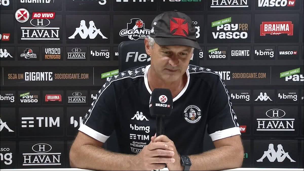Lisca durante entrevista após o jogo contra a Ponte