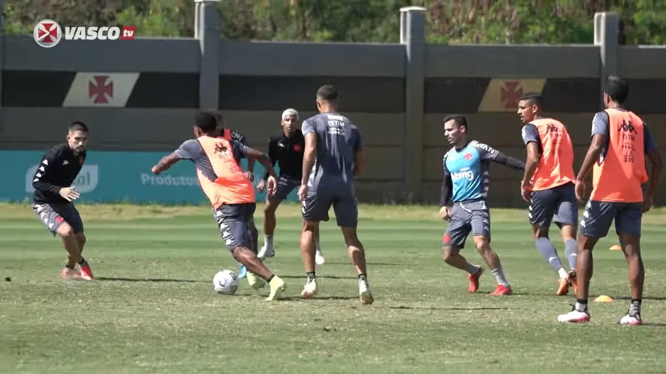 Elenco do Vasco treinou nesta segunda-feira, no CT do Almirante