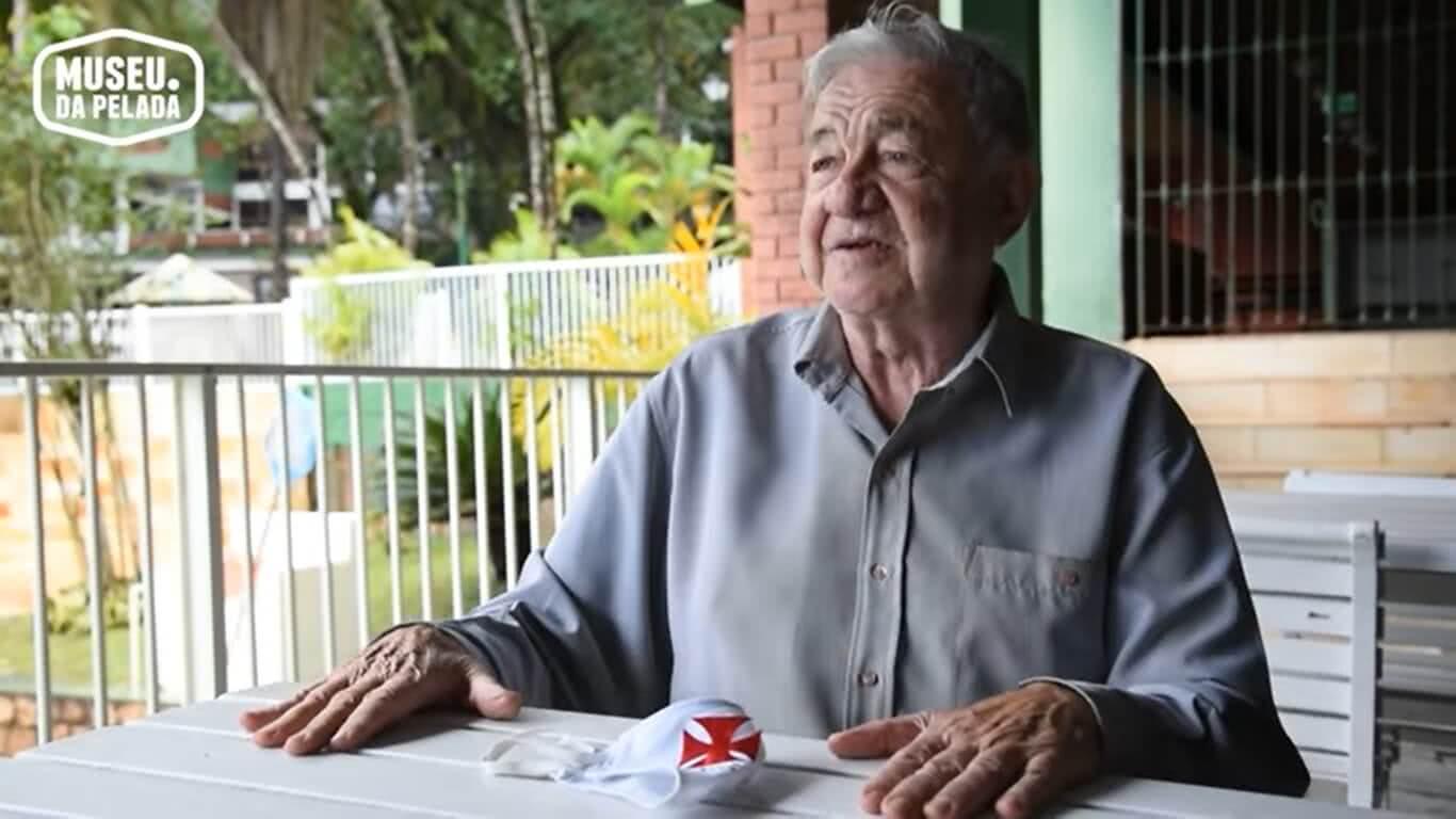 Áureo Ameno é um histórico radialista e torcedor do Vasco