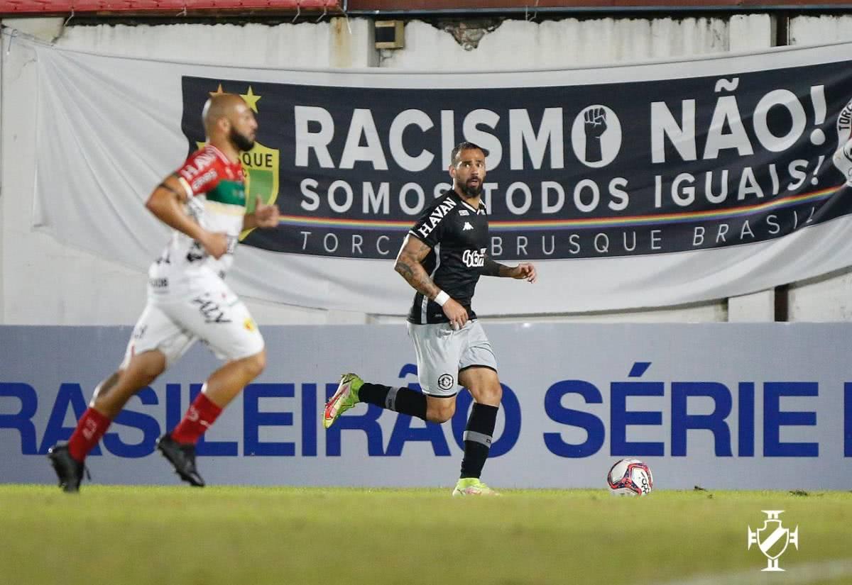 Leandro Castan durante o jogo contra o Brusque