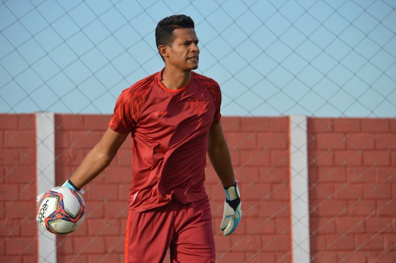 Diogo Silva em treino do CRB