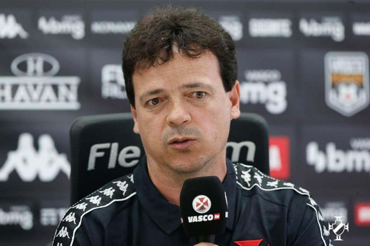 Fernando Diniz durante apresentação pelo Vasco